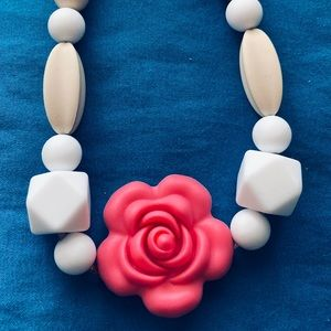 New Flower Teething Necklace. 100% Silicone Beads